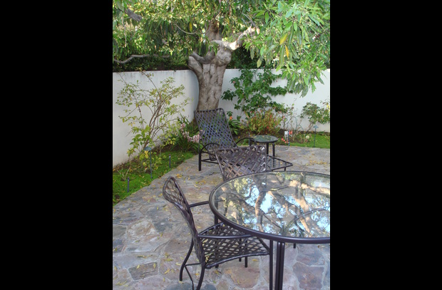 Great Private patio with bbq grill